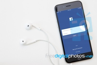 how to download facebook app on iphone 3g