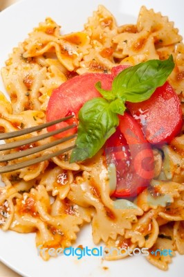 how to make farfalle pasta sauce