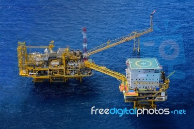The Offshore Oil Rig Platform Stock Photo - Royalty Free Image ID